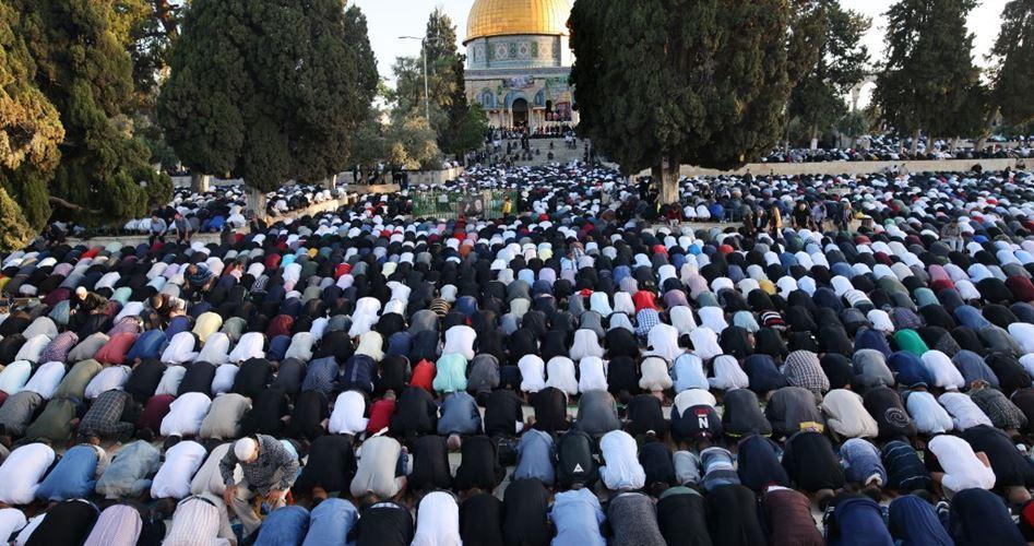 Более 40 тыс. палестинцев совершили пятничную молитву в Аль-Аксе